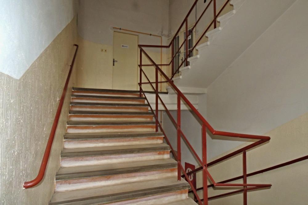 schodiště ke kancelářím